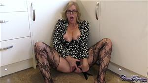 cumperfection-21-04-08-summer-rose-the-good-housewife.jpg