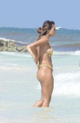 desiree_schlotz_-_in_tulum_20210415__4_.jpg