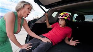 lilhumpers-21-03-24-dee-williams-road-rage-load.jpg