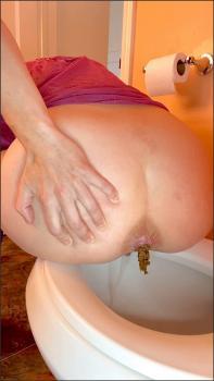 Girl Takes Huge Poop